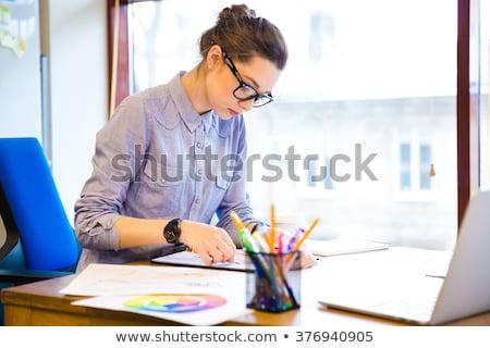 pensativo · mulher · moda · estilista · sessão · trabalhando - foto stock © deandrobot