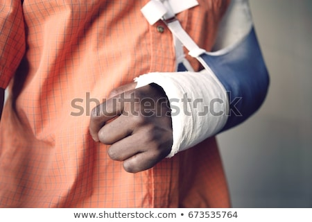 nino · roto · brazo · triste · caucásico - foto stock © davisales
