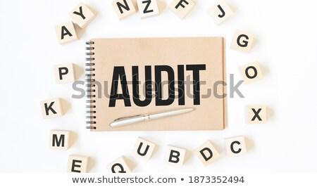 Auditar texto bloco de notas mão calculadora dados Foto stock © fuzzbones0