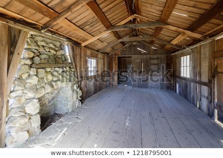Binnenkant oude verlaten cabine boerderij Stockfoto © yhelfman