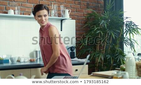 Meisje gezegde hallo keuken illustratie glimlach Stockfoto © colematt