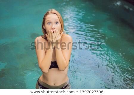 若い女性 · 悪い · 皮膚 · プール · 事実 - ストックフォト © galitskaya