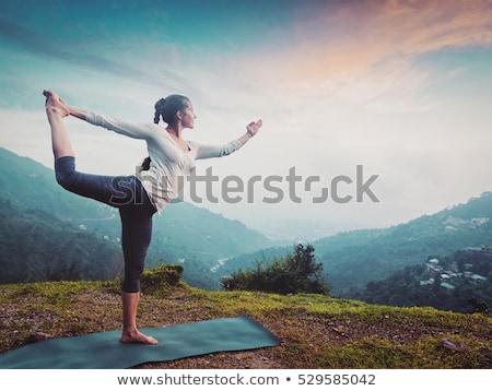 Nő jóga kint vízesés tánc egyensúly Stock fotó © dmitry_rukhlenko
