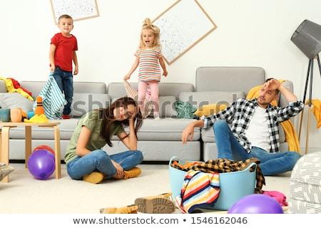 Csintalan mosolyog néz lefelé gyerek felfelé Stock fotó © ozgur