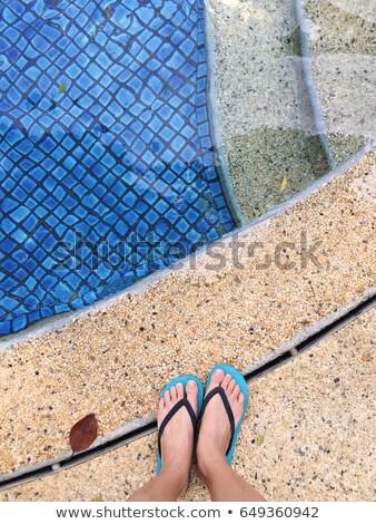 Piernas sandalias piscina espacio de la copia fondo Foto stock © filipw