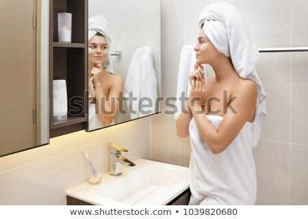 Nő jelentkezik hidratáló krém érzékeny bőr Stock fotó © Kzenon