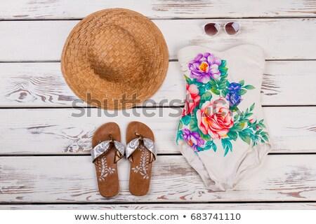 glimlachende · vrouw · zonnebril · strohoed · vrouw · glimlach - stockfoto © is2