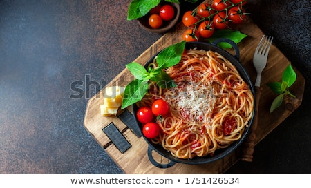 Spagetti paradicsomszósz fetasajt bazsalikom levelek fehér Stock fotó © Melnyk