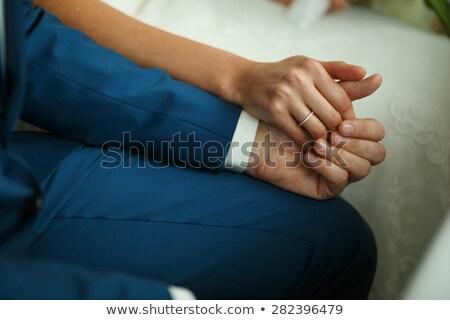 Man smoking vergadering handen samen kruk Stockfoto © feedough
