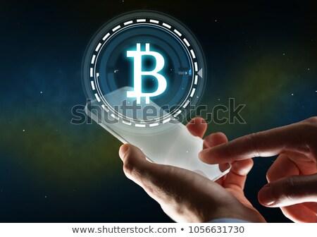 Man bitcoin hologram financieren business Stockfoto © dolgachov