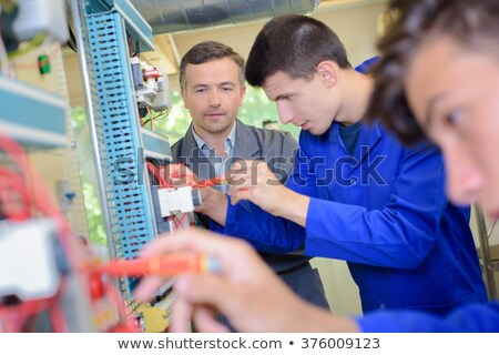 électricien · formation · apprenti · instructeur · lecture · tension - photo stock © photography33