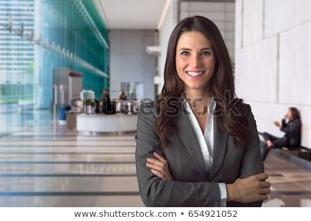 jóvenes · morena · mujer · de · negocios · gafas · bienvenida · ordenador - foto stock © feedough