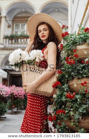 Foto stock: Mulher · vestido · vermelho · olhando · flor · cesta · sensual