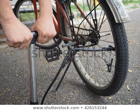 Fiets hand pompen witte fiets Stockfoto © michaklootwijk
