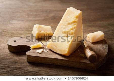 Queso parmesano piezas tabla de cortar alimentos amarillo primer plano Foto stock © Digifoodstock
