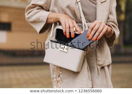 Foto teléfono móvil bolsa caminando aire libre Foto stock © deandrobot