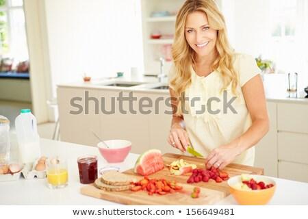 笑顔の女性 オレンジジュース 笑みを浮かべて 女性 キッチン 家 ストックフォト © Kzenon