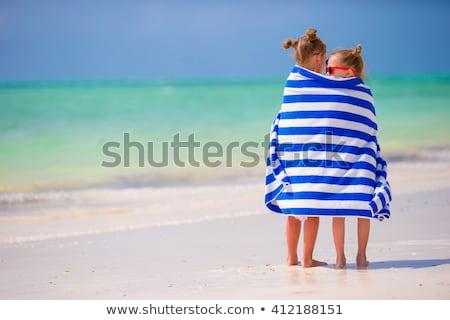Foto stock: Vacaciones · de · verano · pequeño · nina · toalla · de · playa · nino · mojado