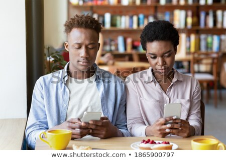 casal · dispositivos · relaxante · usando · laptop · digital - foto stock © pressmaster