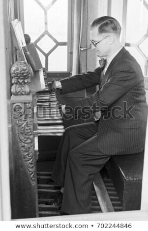 man · spelen · ingesteld · toren · toetsenbord · automatisch - stockfoto © duoduo
