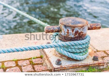 Metal ladrillo muelle pesado cuerda alrededor Foto stock © ABBPhoto
