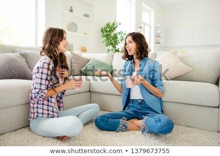 Gülen genç kadın dinleme dedikodu iletişim insanlar Stok fotoğraf © dolgachov