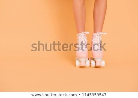 Gewas vrouw schaatsen straat achteraanzicht denim Stockfoto © dash