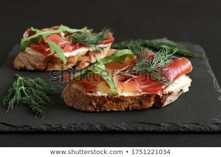 ヤギ乳チーズ トースト 自家製 ミント 葉 背景 ストックフォト © YuliyaGontar