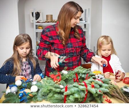 Família feliz advento coroa filha juntos Foto stock © dashapetrenko