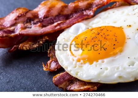 Sahanda yumurta domuz pastırması iki parçalar ekmek gıda Stok fotoğraf © Alex9500