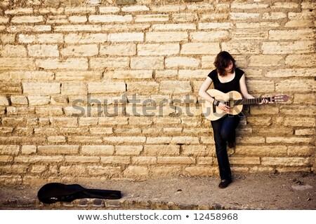 Portret dziewczyna 20s stałego murem Zdjęcia stock © deandrobot