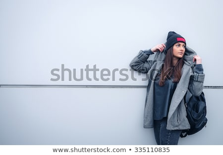 笑顔の女性 · クローゼット · 幸せ · 女性 · 立って · カスタム - ストックフォト © pressmaster