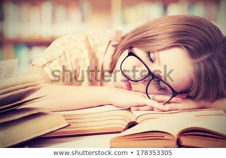 Zmęczony kobiet student snem biblioteki Zdjęcia stock © HighwayStarz