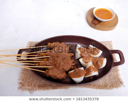Carne a la parrilla servido maní salsa pepino tradicional Foto stock © galitskaya