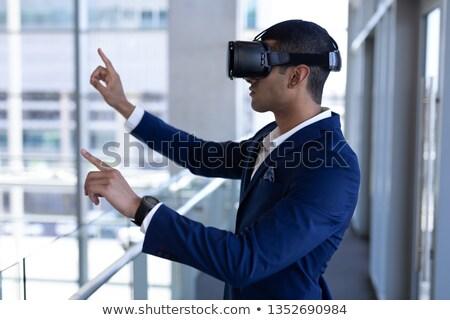 Vista lateral jovem empresário fone negócio trabalhar Foto stock © wavebreak_media