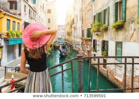 Stockfoto: Venetië · vrouw · gelukkig · mode · rode · jurk · romantische