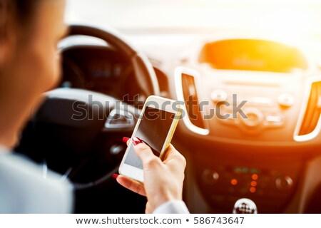 Femme conduite voiture lecture sms un message Photo stock © stevanovicigor