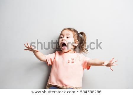 aranyos · kislány · készít · vicces · arc · ül · ágy - stock fotó © feedough