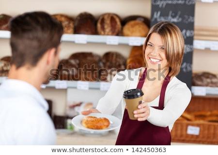 Glimlachend serveerster beker koffie counter Stockfoto © wavebreak_media