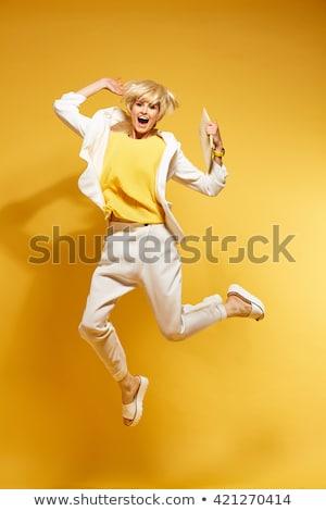 Foto stock: Feminino · beleza · saltando · estúdio · fitness · energia