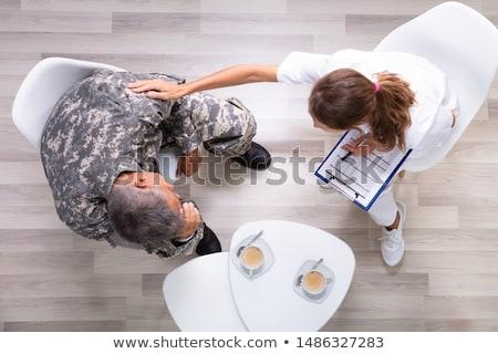 Feminino soldado clínica ver médico casa Foto stock © AndreyPopov
