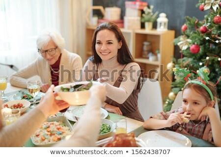 Gelukkig jonge vrouw kom eigengemaakt salade Stockfoto © pressmaster