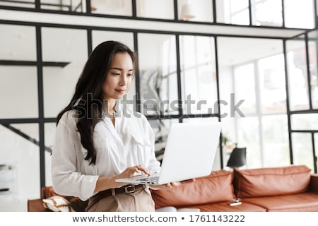 fiatal · ázsiai · nő · laptop · portré · aranyos - stock fotó © williv