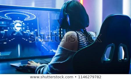 Fille jouer ordinateur jeux couple écran Photo stock © photography33