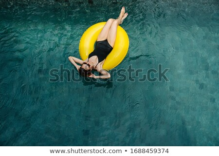 Modell fürdőruha hazugságok gumi gyűrű káprázatos Stock fotó © bezikus
