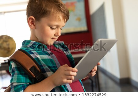 Vista lateral bonitinho caucasiano menino marrom escolas Foto stock © wavebreak_media