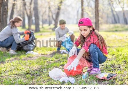 女の子 ピッキング アップ ゴミ 実例 子 ストックフォト © colematt