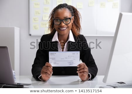 Femme d'affaires société chèque souriant Photo stock © AndreyPopov