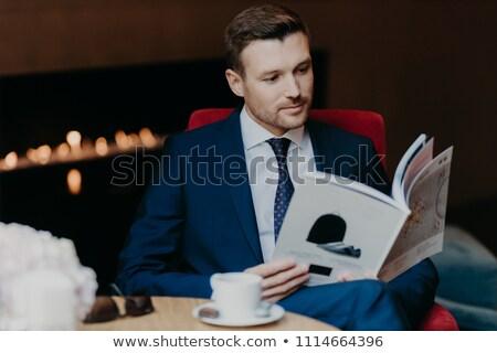 Atrakcyjny poważny biznesmen formalny garnitur popularny Zdjęcia stock © vkstudio