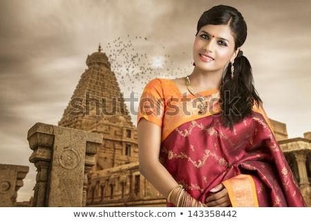 Foto stock: Tímido · sorrir · belo · indiano · menina · isolado